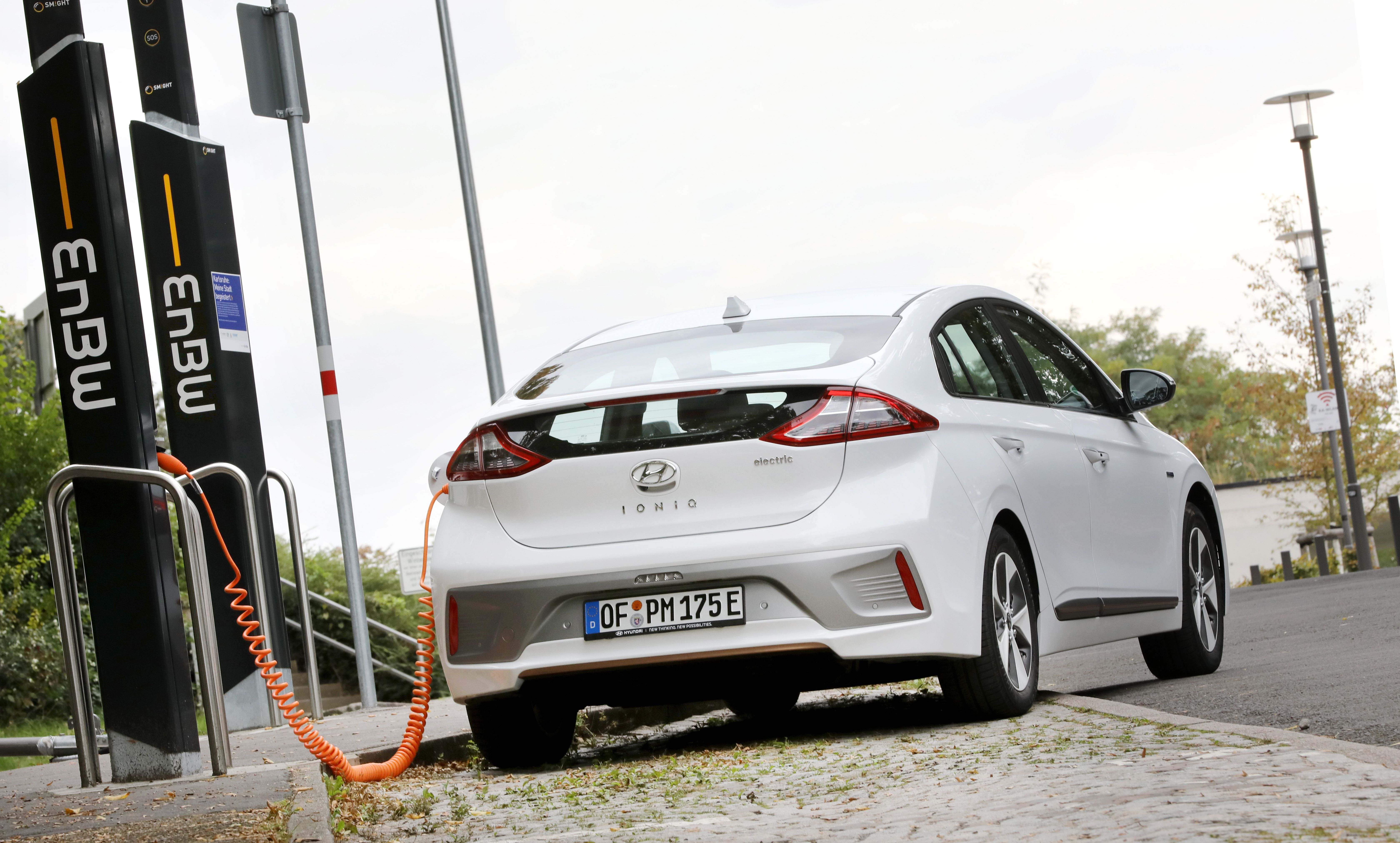 Picture 3: Fully charged: EnBW will be supplying Hyundai dealers and customers with electricity for the IONIQ in the future