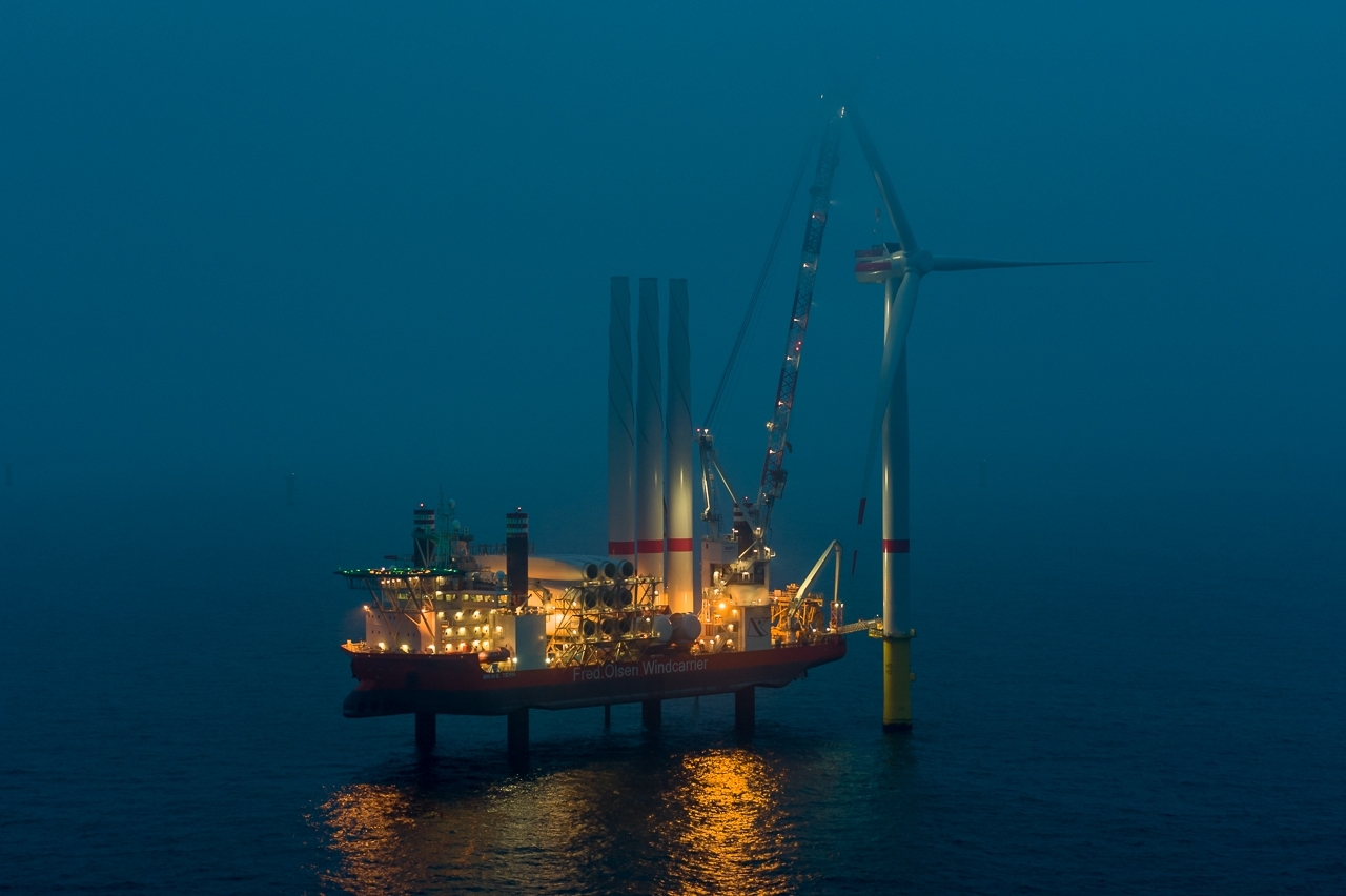 The first wind turbine of <u0022>EnBW Hohe See<u0022> by night.