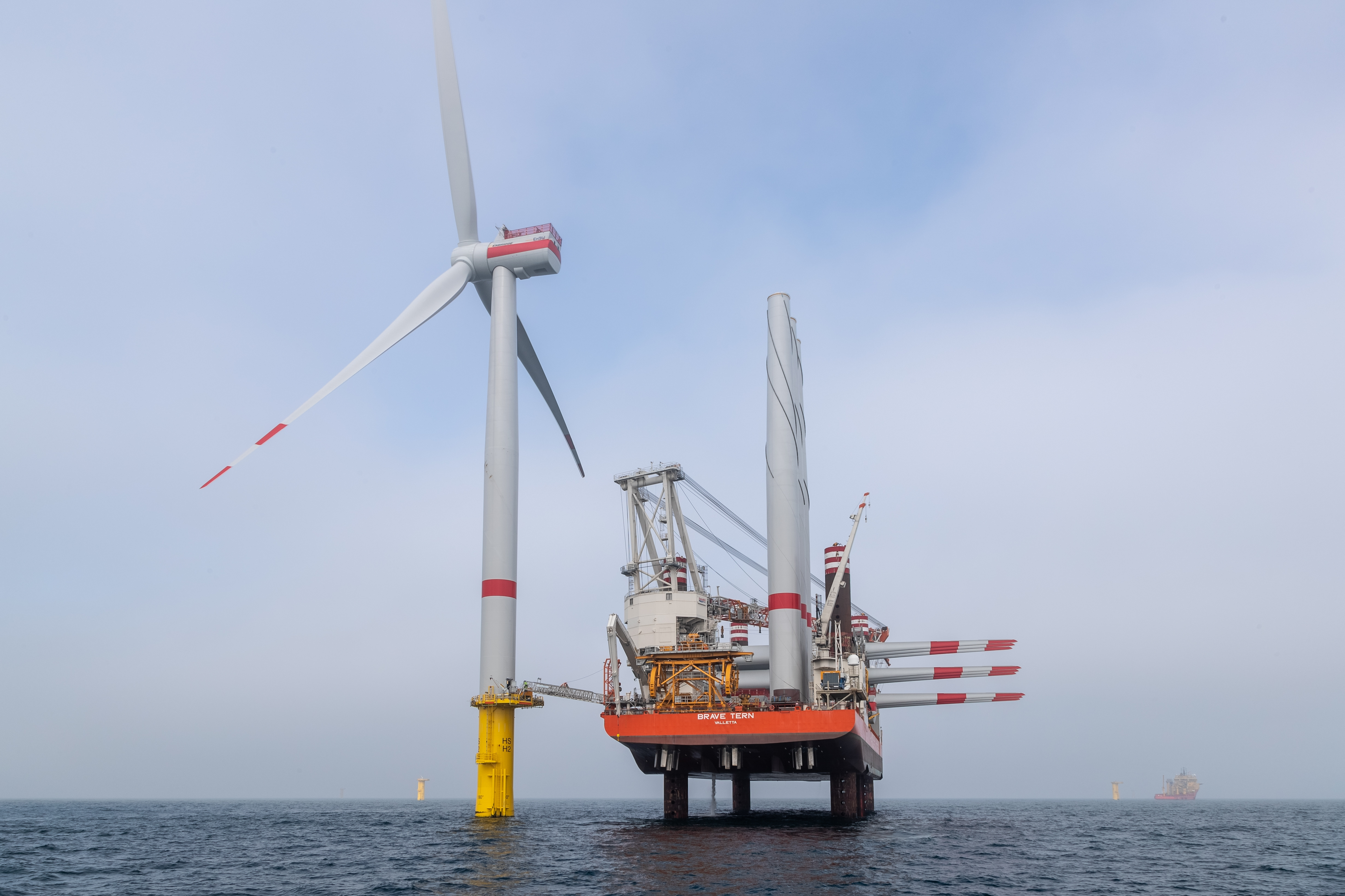 The first wind turbine of <u0022>EnBW Hohe See<u0022> with installation vessel <u0022>Brave Tern<u0022>.
