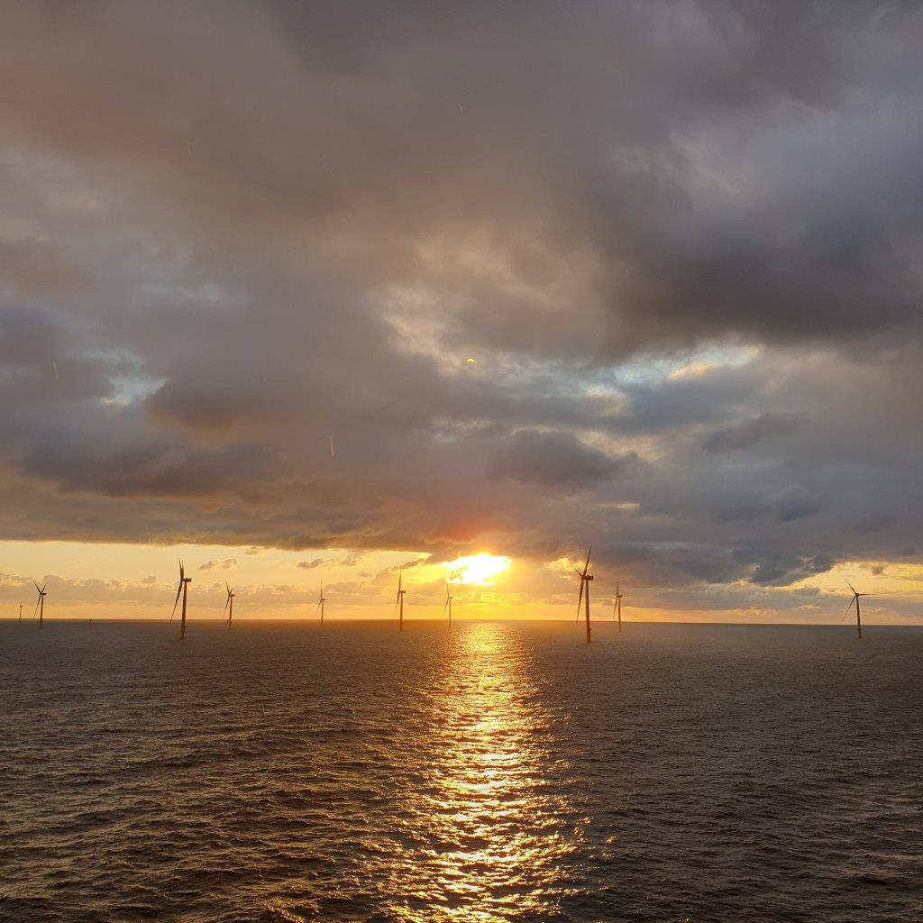 "Sunset view from the installation vessel <u0022>Blue Tern"" (Photo: ENBW / ERSG, Chris Akehurst)"