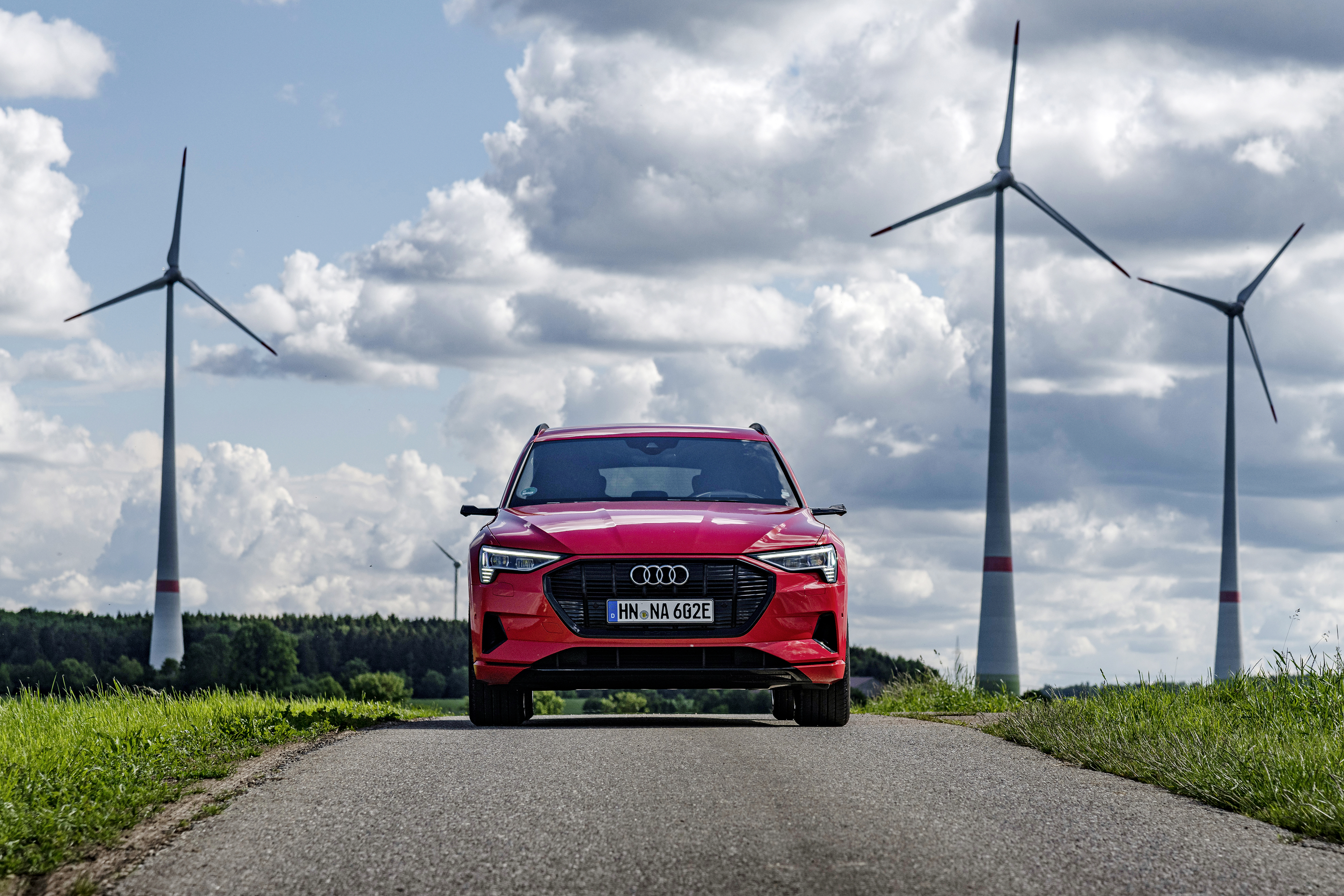 Alongside wind and solar power technology, the transition to renewables needs battery storage. Audi and EnBW plan to use electric car batteries for this purpose. (Photo: EnBW/ARTIS-Daniel Maurer)